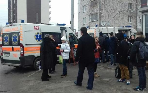 На Київщині госпіталізовані 17 школярів