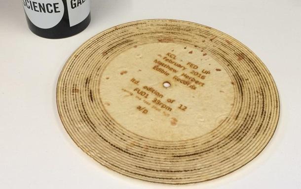 Британский музыкант выпустил съедобную пластинку из хлеба