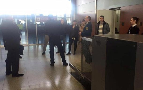 Таможенники Львовского аэропорта попались на взятке