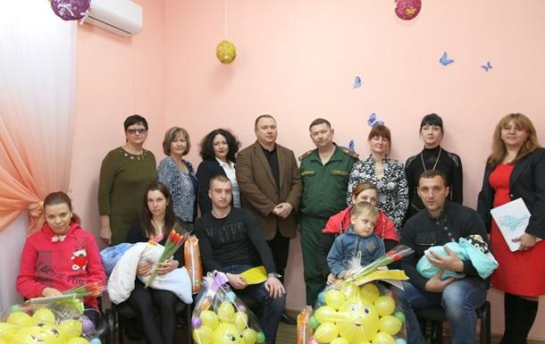 В Крыму новорожденным вручили  повестки