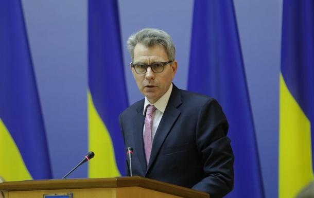 США готові допомагати Україні боротися на двох фронтах - Пайетт