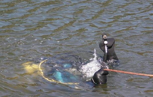 У водах Дніпра виловили чоловіка з доважком на шиї