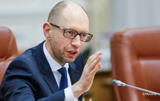 Яценюк пообещал открыть сто базовых школ