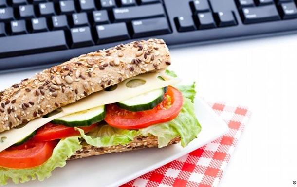Дієтологи озвучили 10 ідей для офісного обіду