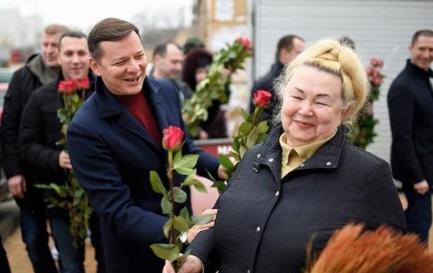 Ляшко на рынке дарил женщинам цветы