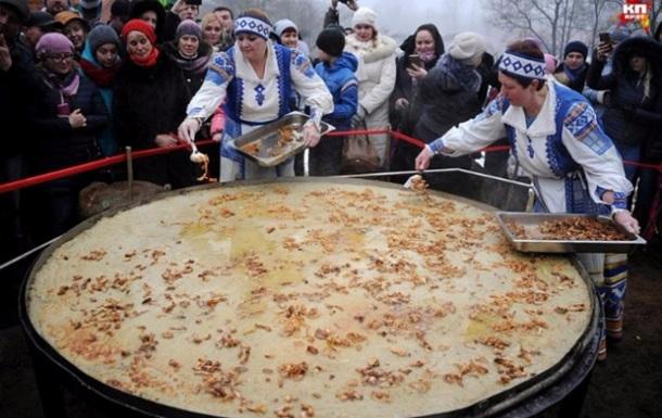 У Білорусі 8 березня спекли найбільший дерун в світі