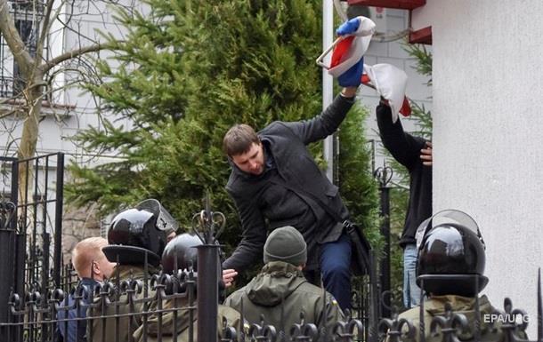 Панасюк чи Поросюк. Лавров про зірваний прапор РФ