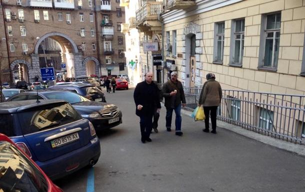 Глава наркополіції зажадав видалити своє фото з Корчинським
