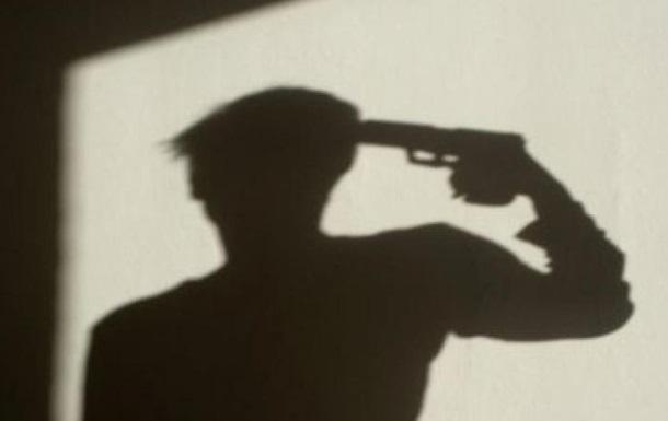 У центрі Львова в авто застрелився чоловік