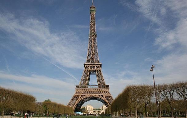 Недовольные Парижем японцы очистят город от мусора