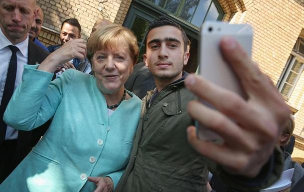 Меркель: Біженці зобов язані інтегруватися