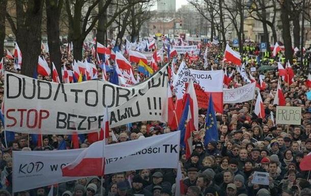 Поляки вышли защитить Конституцию