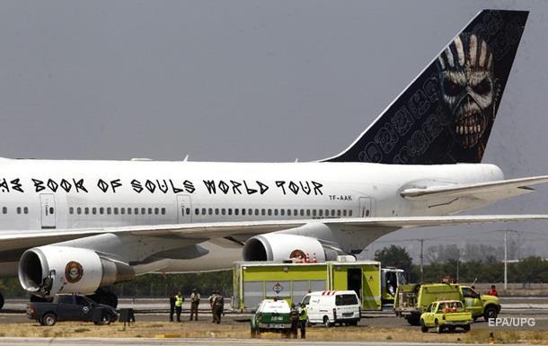 Літак групи Iron Maiden зіткнувся з тягачем