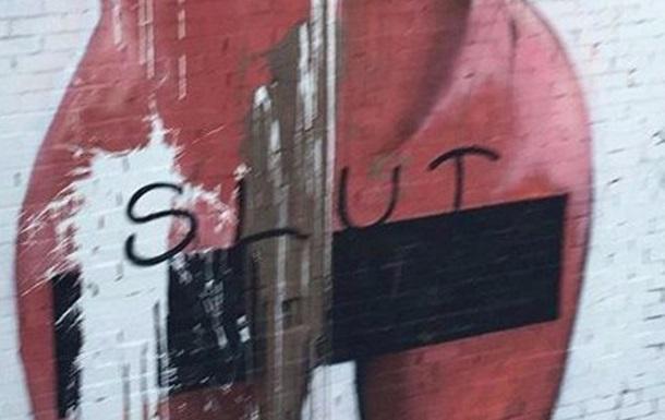 Над муралом з  голим селфі  Кардашьян поглумилися вандали