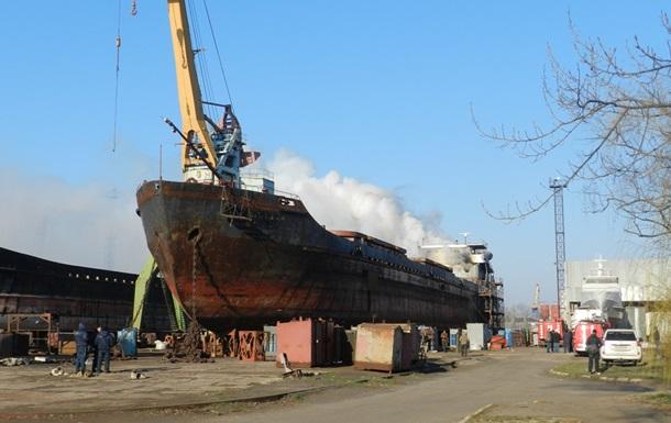 На судноремонтному заводі в Херсоні горить суховантаж