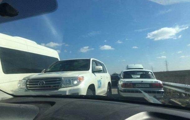 Жителі Донбасу блокують машини ООН на  кордоні