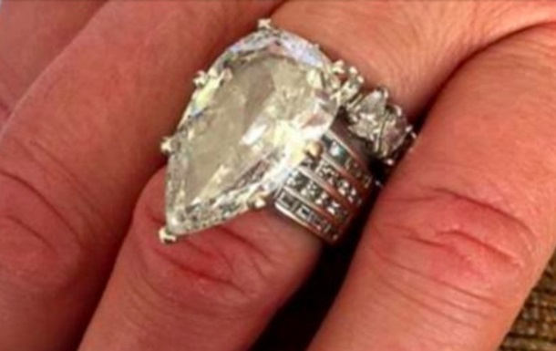 В США муж выкинул кольцо жены за $400 тысяч