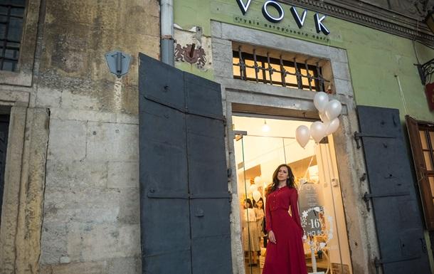В самому серці старовинного міста лева - на площі Ринок у Львові -  відбулося урочисте відкриття оновленої студії одягу VOVK. 7008fc78f2dff