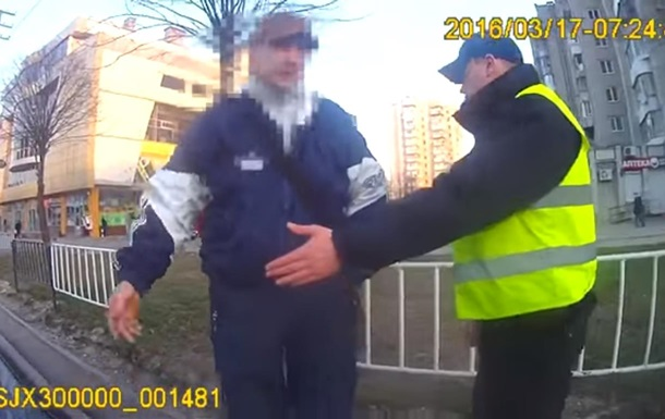 Во Львове полиция массово штрафует пешеходов