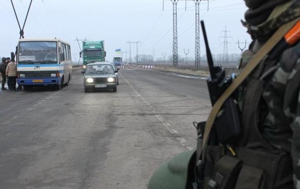 В зоне АТО сохраняются очереди из сотен авто