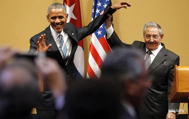 Кастро не позволил Обаме похлопать себя по плечу