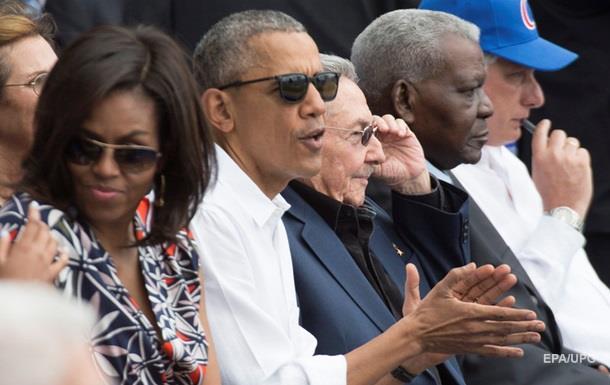 Обама пообіцяв і далі бомбити ІД