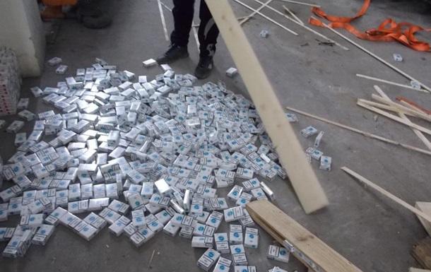 На кордоні з Польщею знайшли рекордну партію сигарет