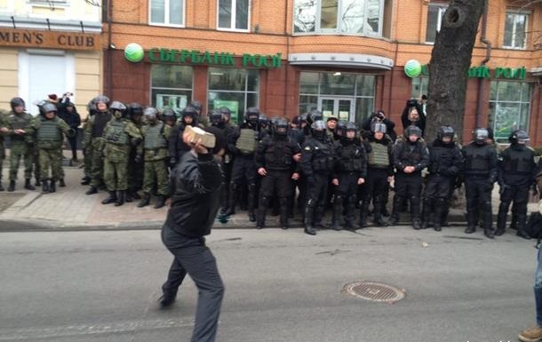 Погроми російських банків: комбата ОУН відпустили