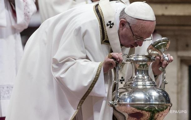 Папа Римський омив ноги біженцям