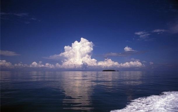У води Малайзії увійшли близько сотні китайських човнів