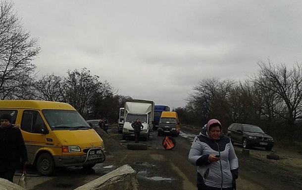 Під Миколаєвом активісти знову заблокували трасу