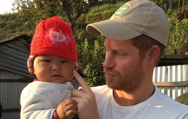 Фото принца Гаррі з немовлям підкорило Instagram