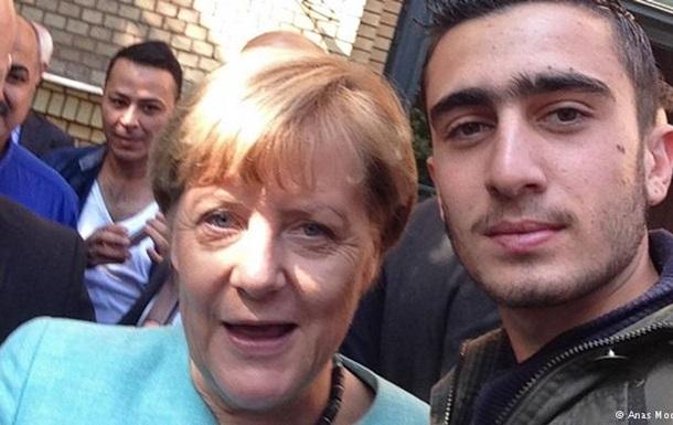 Автор селфи с Меркель: Сравнения с террористом ошибочны