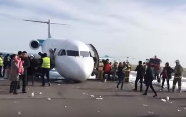 У Казахстані аварійно сів літак