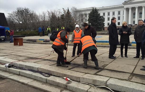 В Краматорске к приезду Порошенко засыпали ямы