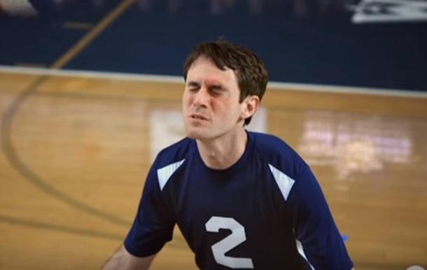 Волейболист, отбивающий мяч лицом, стал звездой Сети
