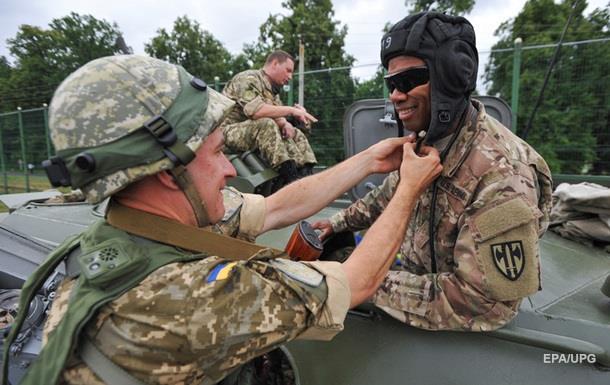 Порошенко одобрил гражданство иностранным военным