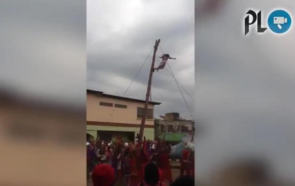 Відео Ісуса-актора, який впав з хреста, стало вірусним