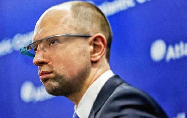 Яценюк поміняв свої окуляри на Google Glass