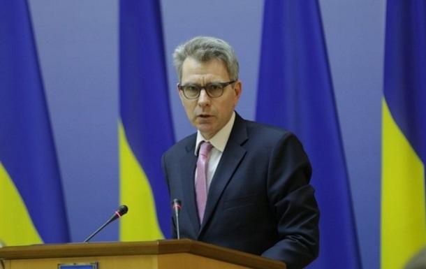 Пайєтт проти позачергових виборів в Україні