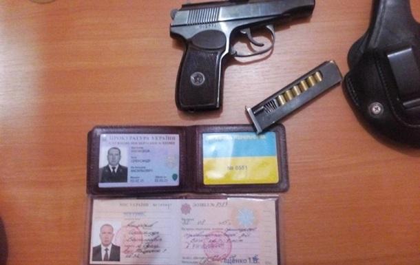 Одесского прокурора, грозившего прострелить охраннику ногу, уволили