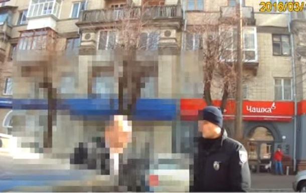 У Черкасах чиновник з  Азова  погрожував копу