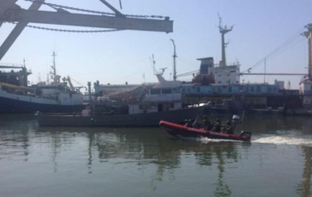 У Маріуполі прикордонники звільняли корабель від  піратів