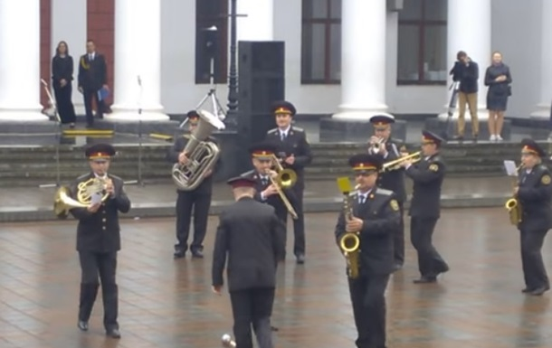 Оркестр Нацгвардії виконав хіт про  Лабутени