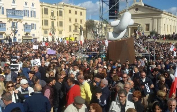 Офшорний скандал: На Мальті мітингують за відставку прем єра