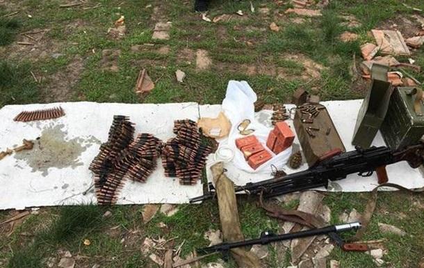 На Донбасі знайшли схованку зі зброєю диверсантів