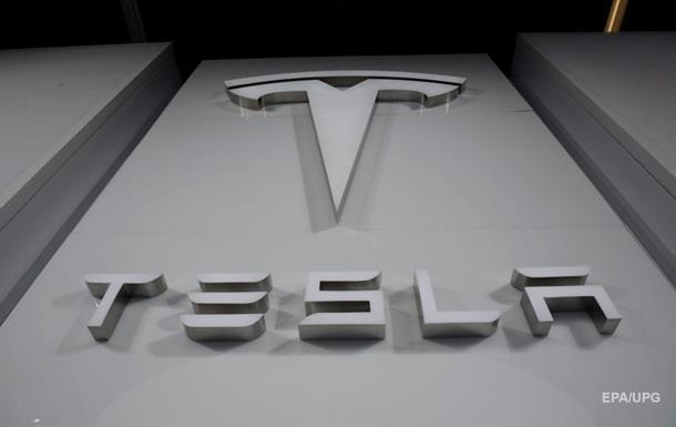 Из-за дефекта Tesla отзывает почти 3 тысячи машин