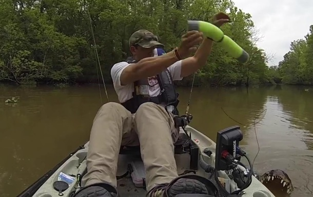 Рыбак случайно поймал огромного аллигатора