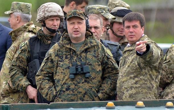 Пока Порошенко отвлекает внимание словами о мире, Турчинов готовит большую войну