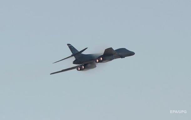 Маккейн пригрозив Китаю авіацією в Тихому океані